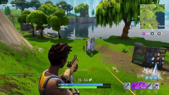 Un joueur construit un mur pour se protéger des tirs. - Fortnite : Battle royale
