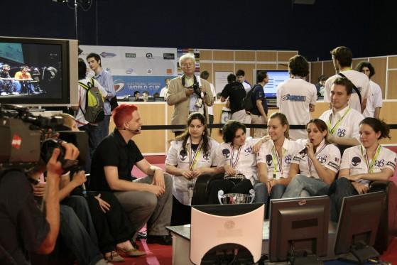 Les btb à l'ESWC (de gauche à droite : DiamOnd, MiTsu, Biki, RiTTa, Milkman et iZee) - Millenium