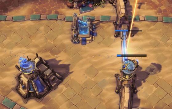 Ici, le temple nord tire sur la mid-lane, en priorisant la structure la plus proche : la porte. - Heroes of the Storm