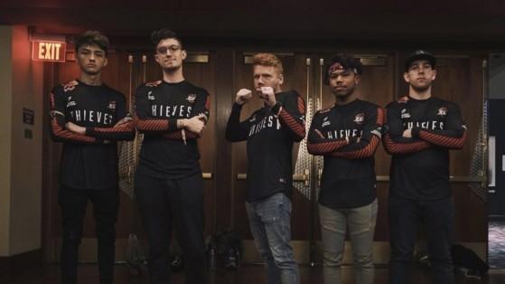L'équipe Call of Duty des 100 Thieves en début d'année, de gauche à droite : Fero, Octane, Enable, Kenny et SlasheR - Millenium