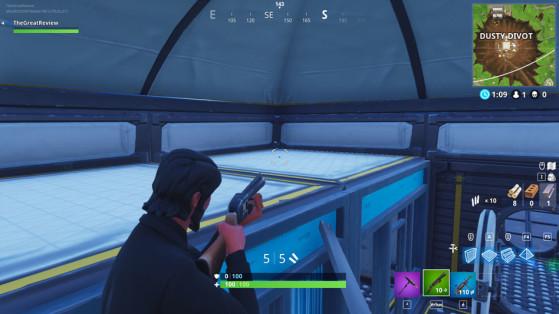 Dans le container de la partie est de la base, sur le toit de la pièce. - Fortnite : Battle royale