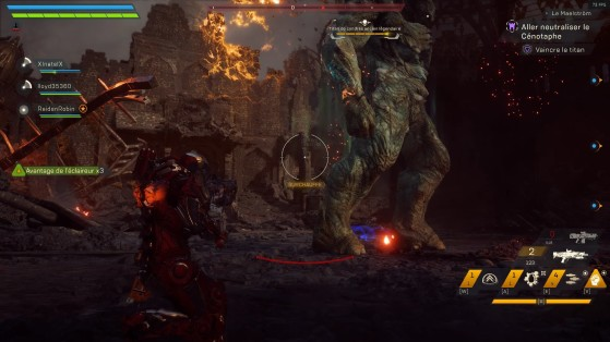 On peut voir la boule de feu en haut de cette image, qui est auto-guidé vers tous les joueurs et plutôt lente. - Anthem
