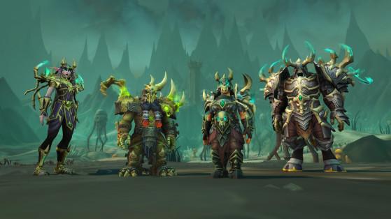 Ci-dessus : équipement de tissu (gauche), de cuir (centre gauche), de maille (centre droite) et de plaques (droite). - World of Warcraft