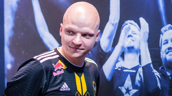 XTQZZZ, le coach de Vitality, aura un grand rôle à jouer dans l'adaptation de Misutaaa au plus haut niveau (©HLTV) - Counter Strike : Global Offensive
