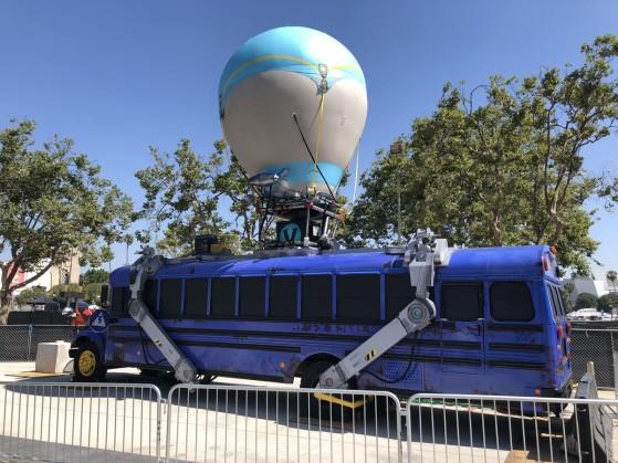 Un bus gonflable devant l'enceinte (hofftv) - Fortnite : Battle royale