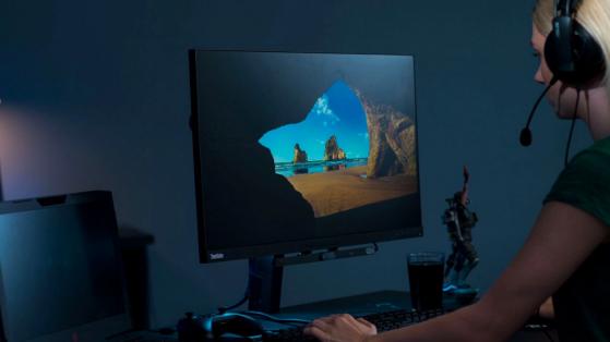 Le dispositif Tobii est très discret sous l'écran PC - Star Citizen