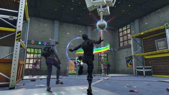 Fortnite : défi, danser avec les autres pour soulever la boule à facettes