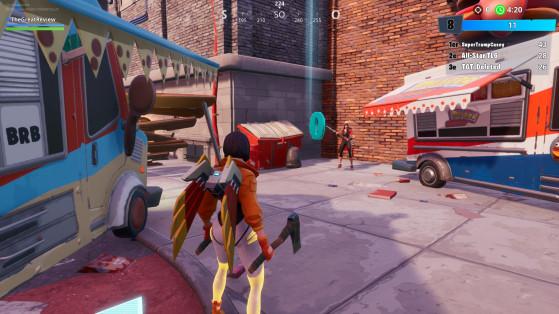 En bas de la deuxième pente entre les deux camions-restaurants - Fortnite : Battle royale