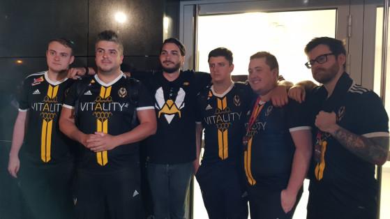 Séance photos et dédicaces avec les joueurs Vitality après la défaite de l'équipe contre AVANGAR, en quart de finale du StarLadder Berlin Major 2019 - Millenium