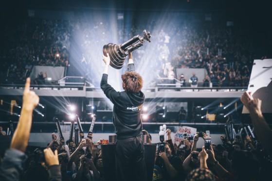 ByuN soulève le trophée des WCS Global Finals en 2016 - Crédit photo: Blizzard - Starcraft 2