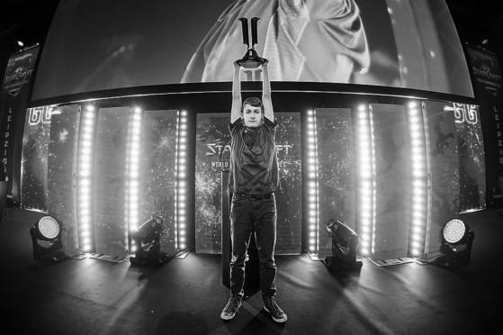 Serral soulève son trophée au Major de Leipzig en 2018 - Starcraft 2